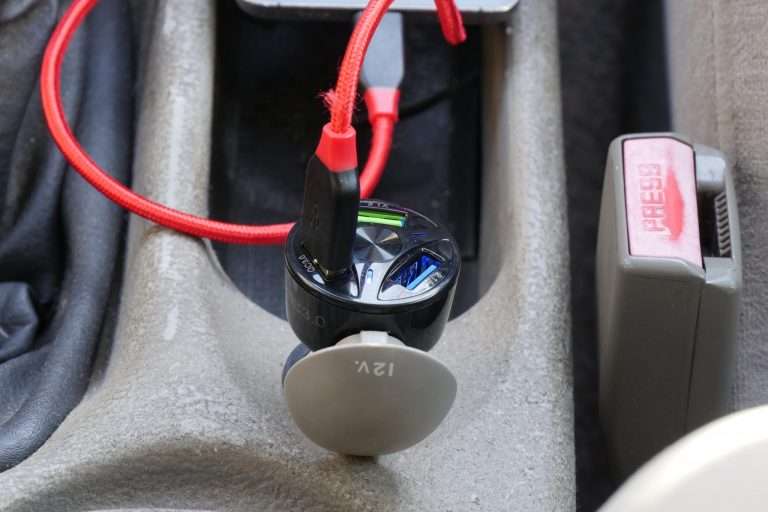 Háromportos szivargyújtós USB töltő 9