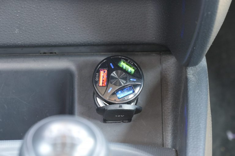 Háromportos szivargyújtós USB töltő 11