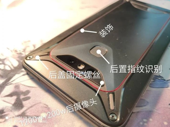 Strapatelefont fejleszt a Xiaomi 5