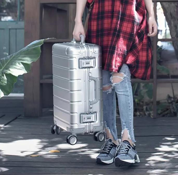 Prémium minőségű bőröndvásár a Banggoodon 10