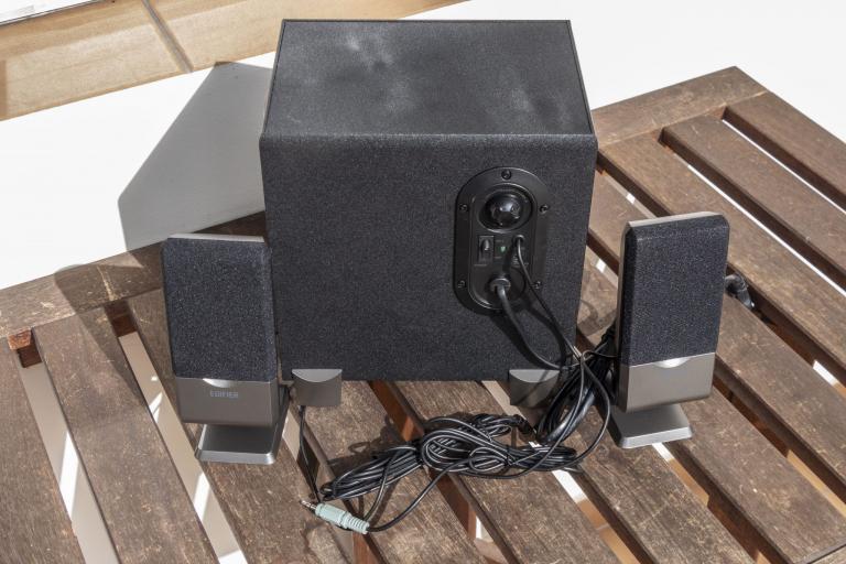 Edifier R101V 2.1-es hangfalszett teszt 4