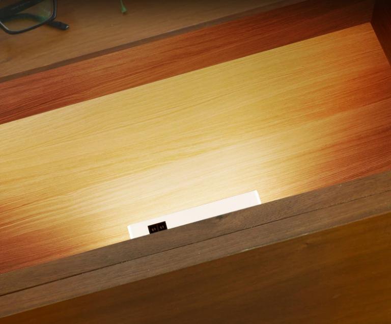 A sötét szekrényekkel számol le a Yeelight 3